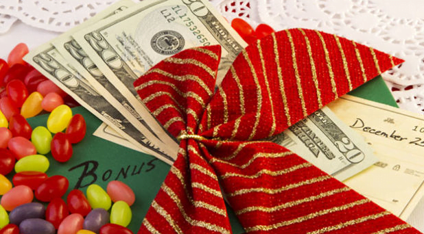 Christmas is Coming! 6 Ways to Buy the Best Gifts and Save Money