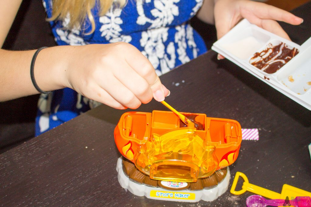 filling the smore maker playset