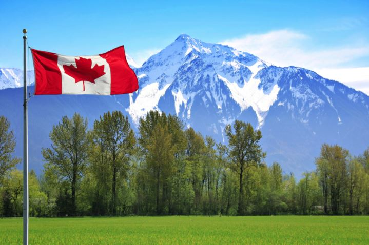Moving to Canada: 4 Tips for Families Relocating North